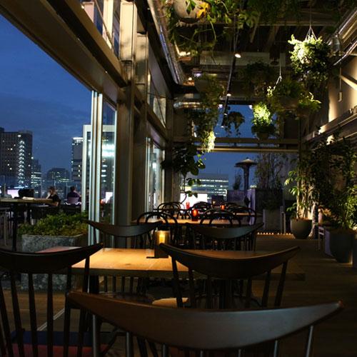 若宮と美沙が話をしていた場所は新宿グランベルホテル13F『roof top bar & terrace G』